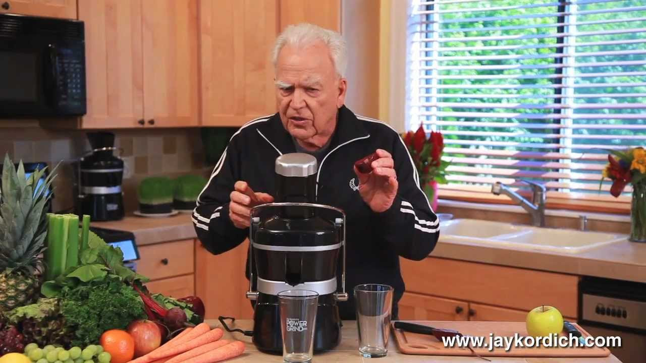 """Jay Kordich makes """"Liver Mover"""" juice combo"""